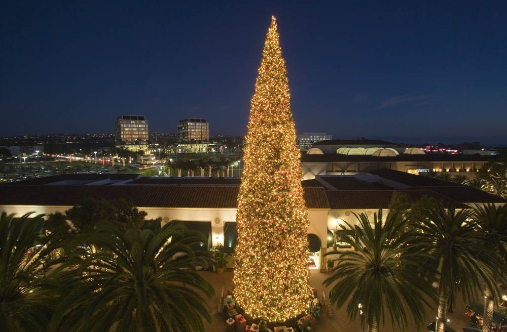 Is the christmas tree at fashion island real