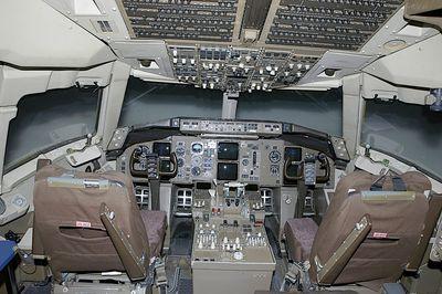 051-MM00757-3-757-simulator-cockpit
